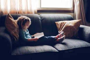 How long should children spend reading each day? What if your child doesn't like to read? Education professor Emily Solari offers tips and strategies for parents homeschooling their children.
